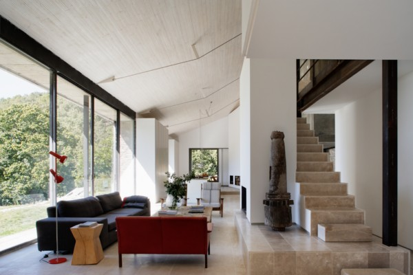 Arquitectura rural baton transforma un establo de for Riproduzioni mobili design