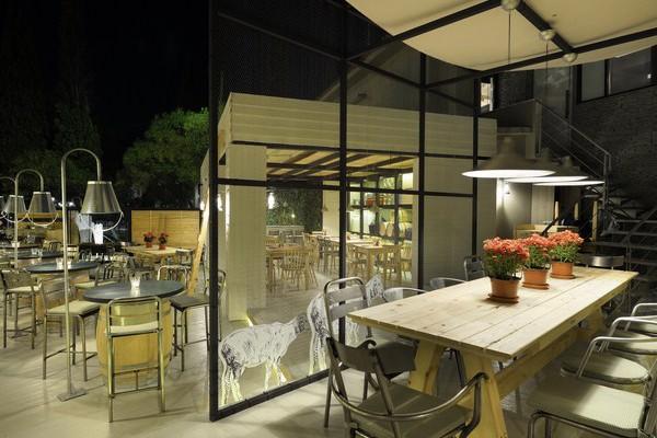 Farma kreaton un granjero restaurante para el verano en - D fabrica interiorismo ...