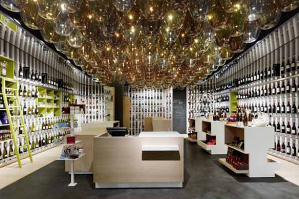 Muebles para vinotecas an elegant home in earthy tones in for Muebles para vinotecas