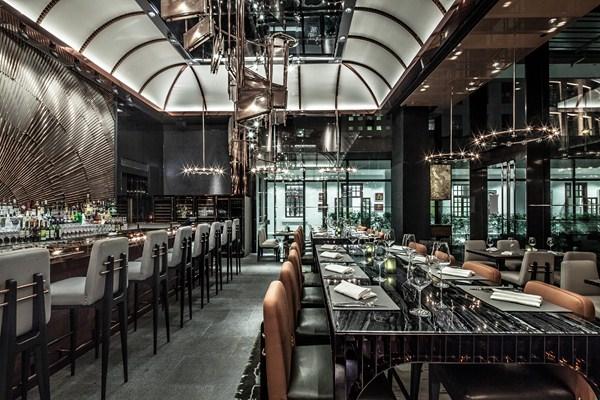 Ammo caf un restaurante en hong kong que homenajea a su for Louisiana fish bar