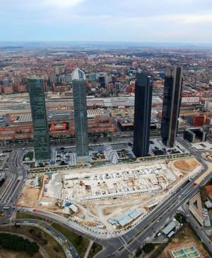 Vista aérea de las Cuatro Torres y el solar del Centro Internacional de Convenciones. Álvaro García