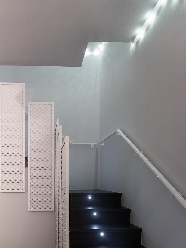 La iluminaci n un material m s en jacme una nueva tienda - Luces para escalera ...