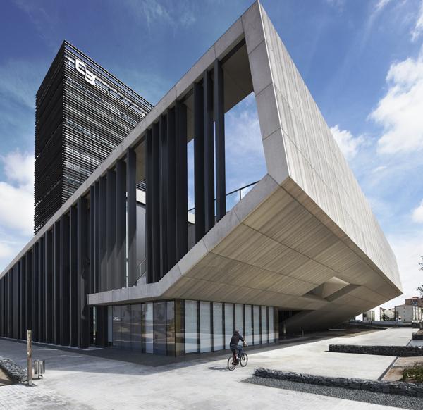 Nueva sede social de la caja de ahorros de badajoz - Caja de arquitectos madrid ...