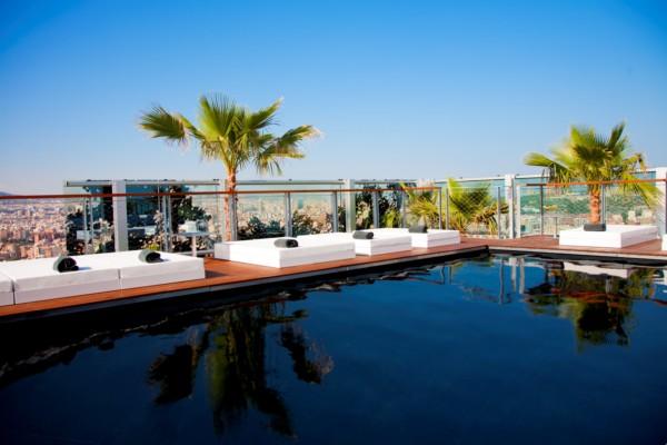 Renaissance barcelona fira hotel jean nouvel crea un refugio natural en una torre de palmeras - Hotel piscina barcellona ...