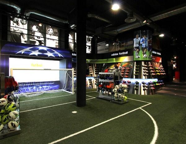 interior tienda futbolmania en barcelona