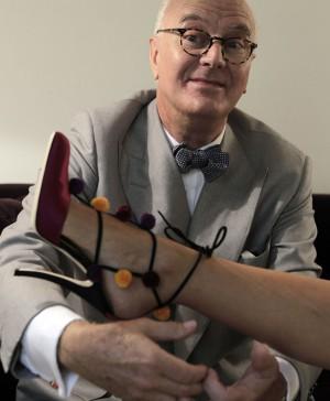 El diseñador de zapatos Manolo Blahnik. / GORKA LEJARCEGI. Foto El País