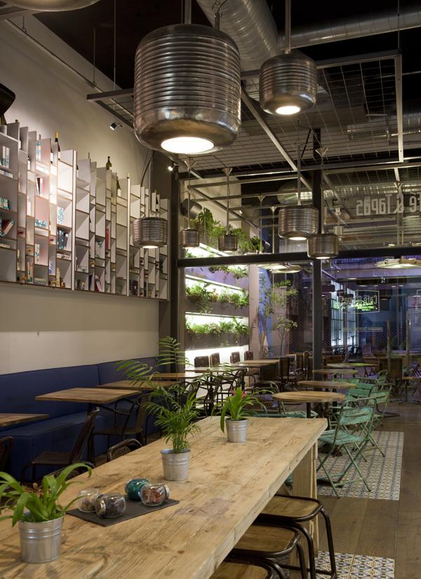 Caf tapas refresca su imagen con su nuevo local en la for Mobiliario para cafes