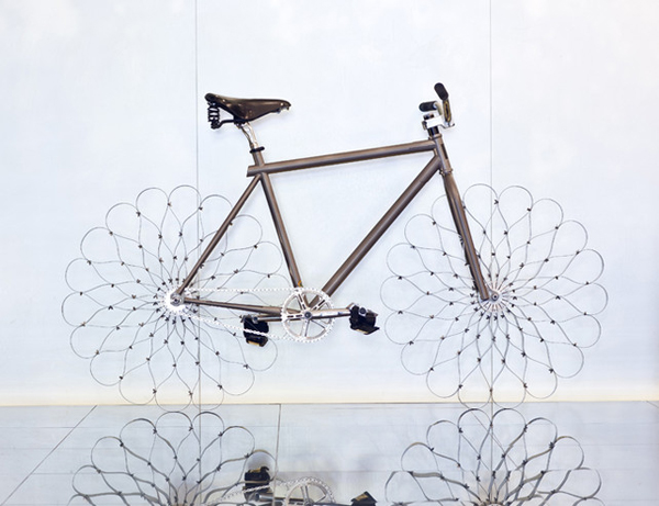 Two Nuns bicicleta Ron Arad Elton John AIDS Foundation W hotels diariodesign