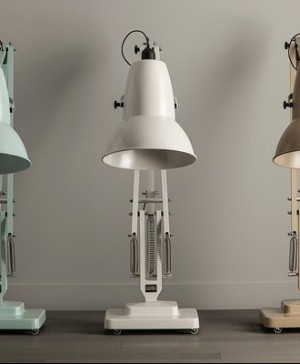 La marca inglesa The Anglepoise fabrica la Giant1227™ floor lamp