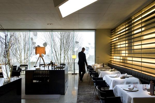 Roca moo y roca bar gastronomia del hotel omm barcelona for Bar jardin barcelona