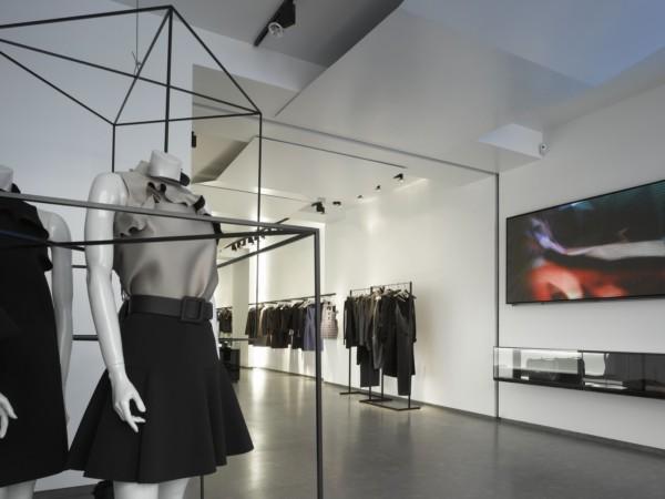 Tienda chapeau en valencia por ram n esteve diariodesign for Probadores de ropa interior
