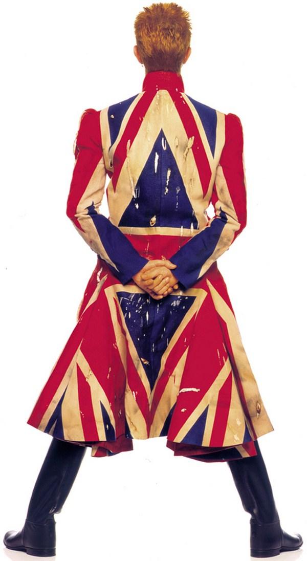 Abrigo Union Jack diseñado por Alexander McQueen con la colaboración de David Bowie