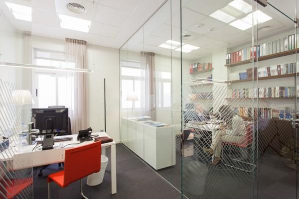 El dise o comunica la nueva identidad visual de banco for Oficinas banco madrid