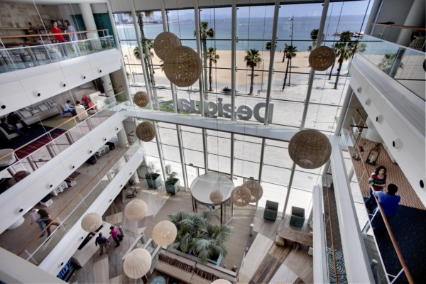 The affable office we take a look at desigual s new - Desigual oficinas barcelona ...