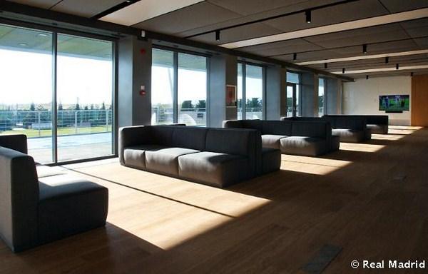 Estudio de arquitectura lamela y francesc rif dise an la for Telefono oficinas real madrid
