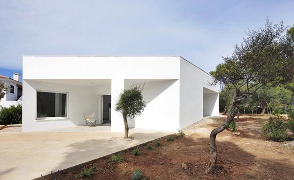 Ferran vizoso dise a una ntima vivienda en comuni n con - Fotos de porches de casas ...