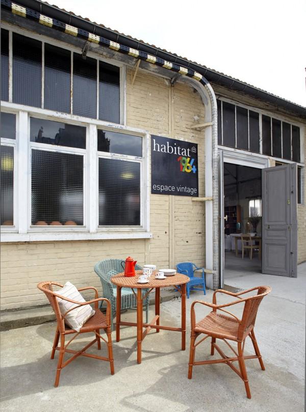 espacio con otras galeras y tiendas vintage as como con las delicias de catherine kluger que aporta la cantina perfecta al conjunto