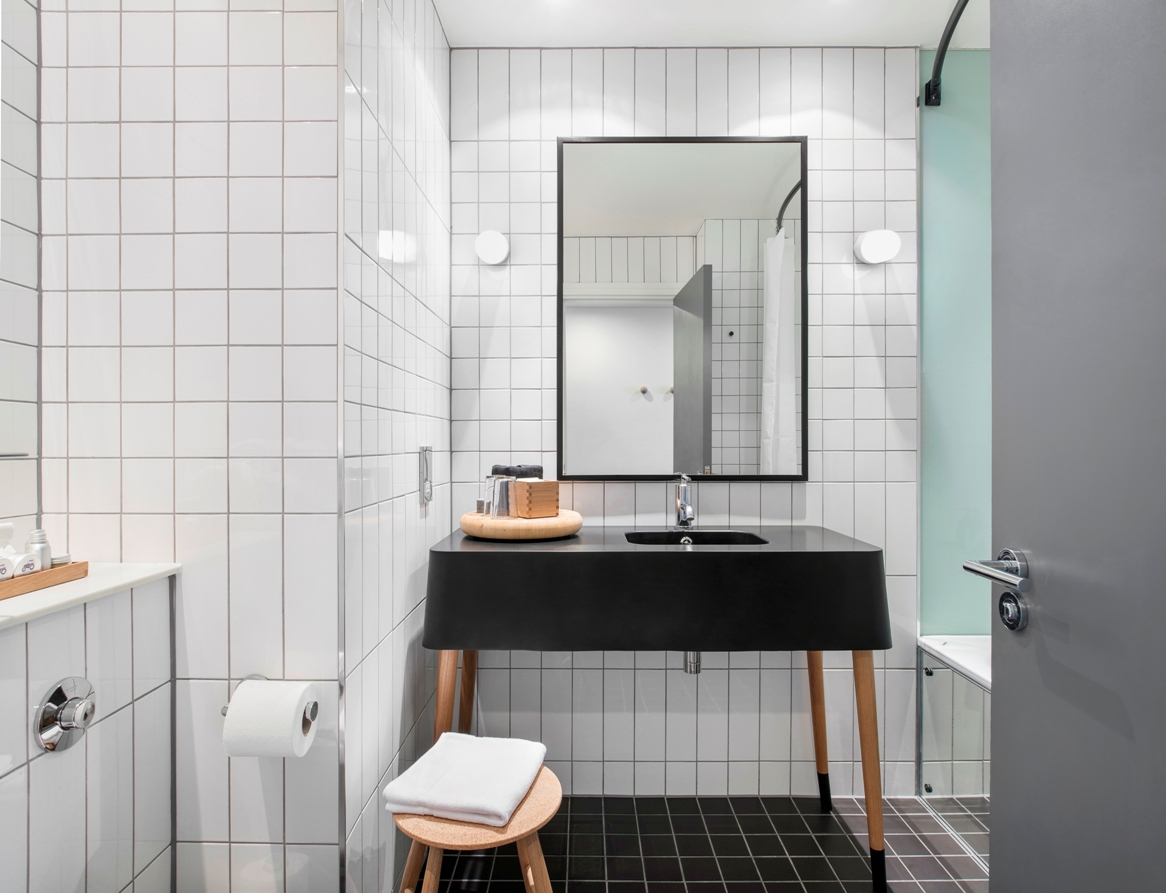 Ace hotel arrives to london with its unique collaborative style with local makers diario - Bathroom design london ...