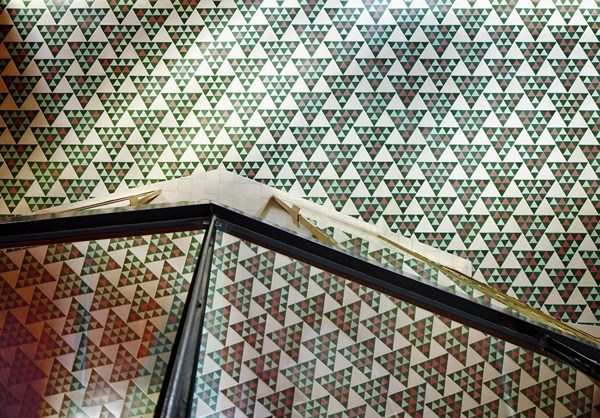 suelo hidráulico formas triangulares piso antiguo barcelona
