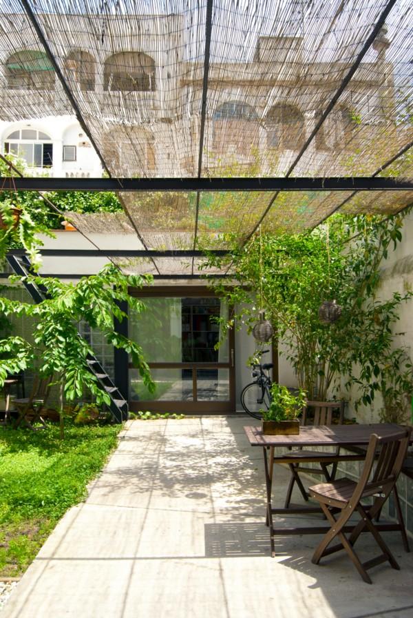 El arquitecto carles enrich recupera una casa patio en el barrio de gracia para una joven for Deco terras design