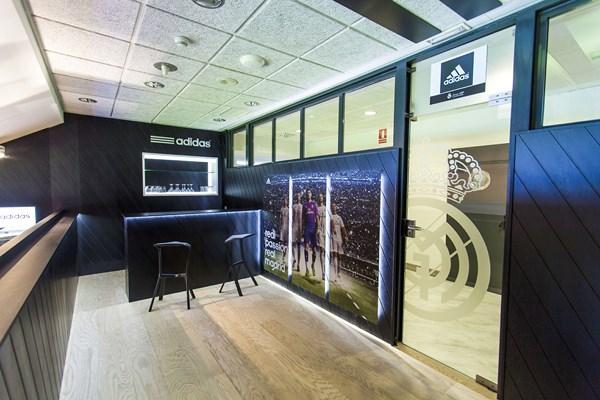 1 adidas VIP Bernabéu
