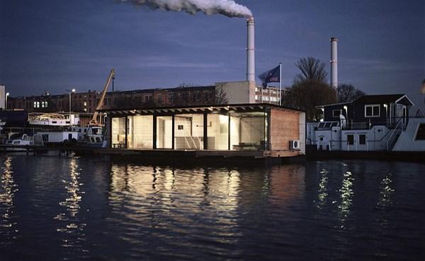 modern houseboat alojarse en un barco en las orillas de berl n es posible gracias a welcome. Black Bedroom Furniture Sets. Home Design Ideas