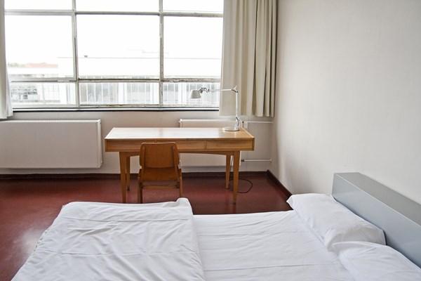 Personalisierte Atelierzimmer im Bauhausgebäude Dessau, Oktober 2013