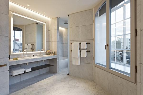 29 Cafe Royal Hotel - Marquis Suite - Bathroom