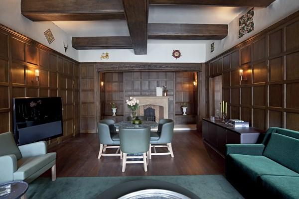 32 Cafe Royal hotel - Tudor Suite2