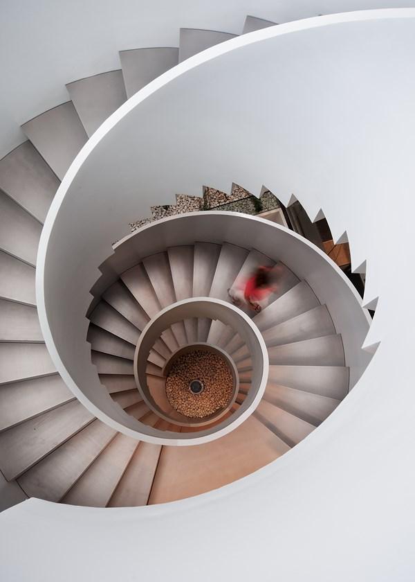 La apuesta de actiu por la arquitectura dos ic nicas - Cerrar escalera caracol ...