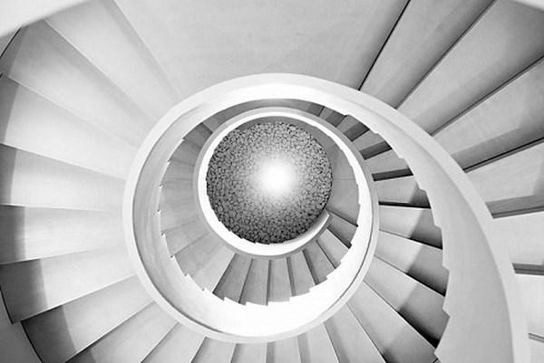ACTIU-las-escaleras-del-parque-tecnologico-actiu-el-elemento-arquitectonico-diferenciador-1_495_1000