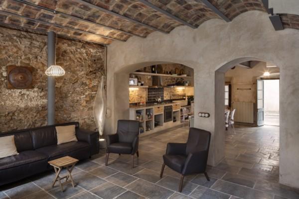 El arquitecto guim costa rehabilita una humilde casa de - Rehabilitacion de casas antiguas ...