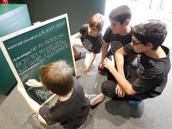 a-partir-del-mateix-dia-de-la-inauguracio-s-organitzaran-tallers-amb-escoles-que-es-duran-a-terme-dins-mateix-de-la-sala-d-e