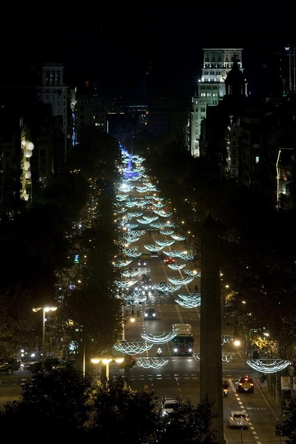 Un juego de catenarias de Emiliana Design protagonista de la iluminación navidena del Passeig de Gracia