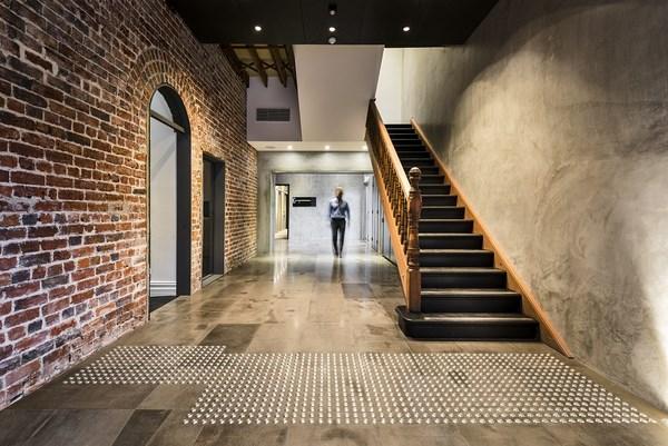 rehabilitacion hotel australiano hougoumont escalera interior diariodesign