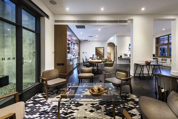 rehabilitacion hotel australiano hougoumont nub butacas patricia urquiola diariodesign