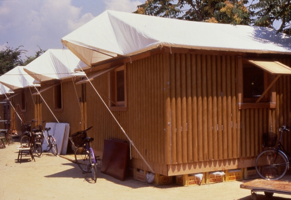 Shigeru-Ban-Paper-Log-House-Kobe-02 (1)