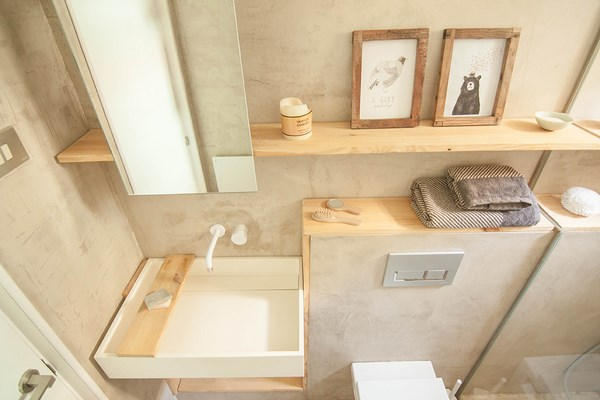 Neus casanova redesigns a flat in barcelona to give it a - Decoracion con microcemento ...
