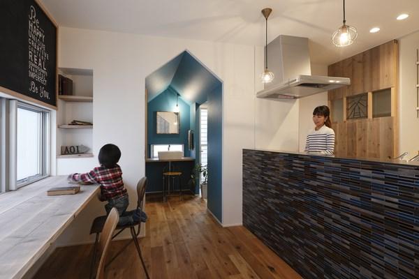 10 hazukashi house