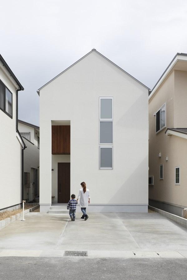2 hazukashi house