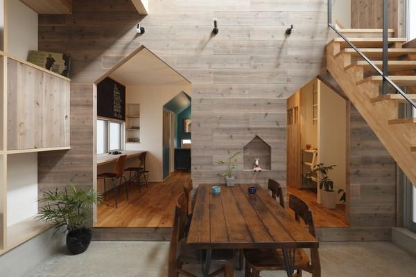 4 hazukashi house