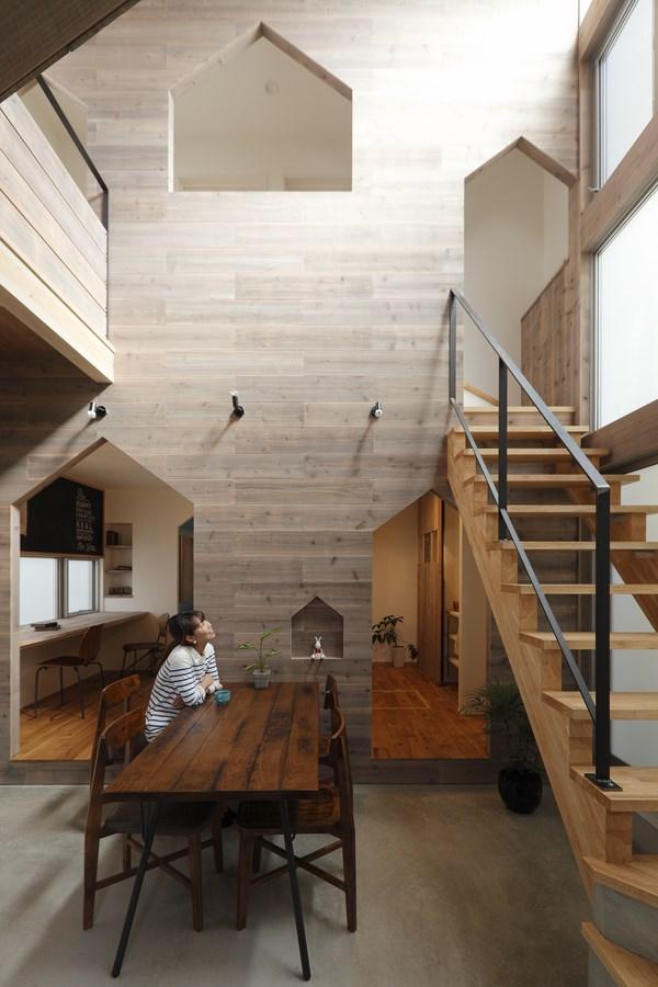 6 hazukashi house