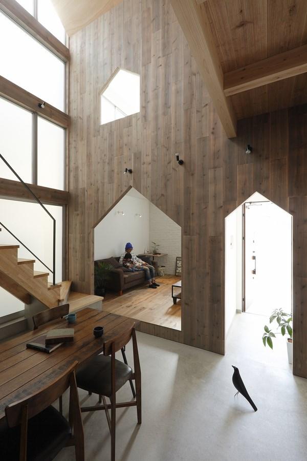 8 hazukashi house