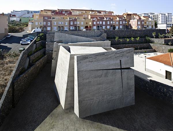 Iglesia del Santísimo Redentor Los Majuelos San Cristóbal de la Laguna Tenerife) de Fernando Menis