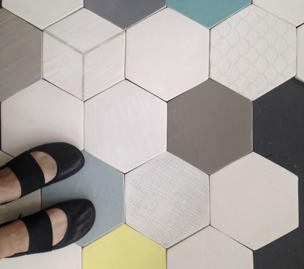 wallpapering tiles con papel reciclado y de ceramica diariodesign