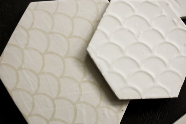 wallpapering tiles con papel reciclado y de ceramica diariodesign