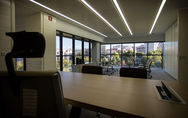 b720 Arquitectos y Luxiona transforman las oficinas corporativas de Abertis madrid diariodesign