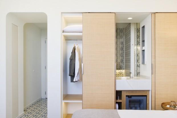 Hostal Empúries detalle habitacion