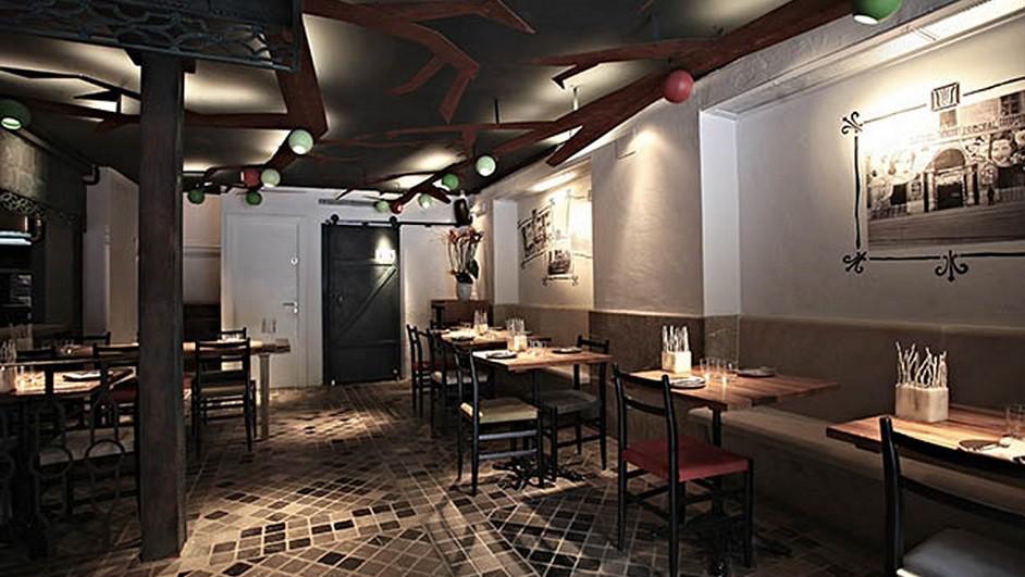 La calle entra en el restaurante Ombú, de Palma ...