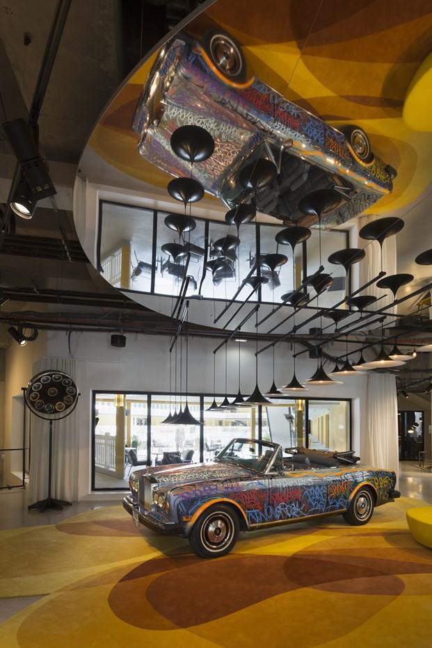 instalación en el Hotel Molitor en paris de Jean Philippe Nuel diariodesign